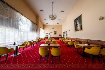 Hotel Ozón, kaviareň Sisi