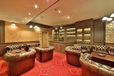Hotel Alexander smoking room